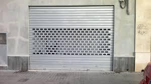 Puerta Enrollable Lama Perforada con ventana Metracrilato